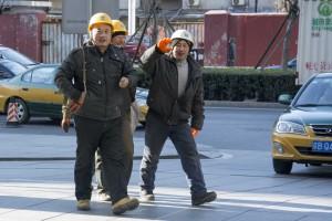 Bygningsarbejdere på vej til frokost