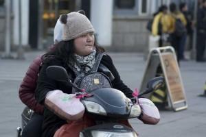 På scooter med fuldt udstyr