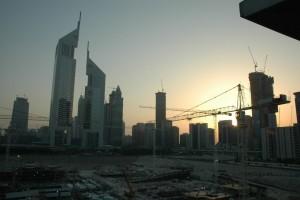 Byggeri i solnedgang