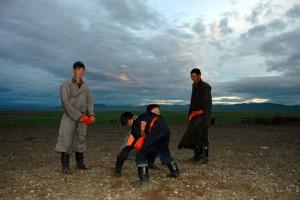 Drenge i brydekamp