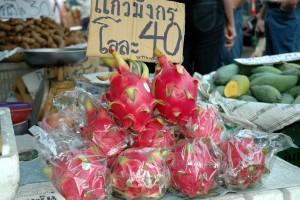 Dragefrugt på marked i Thailand