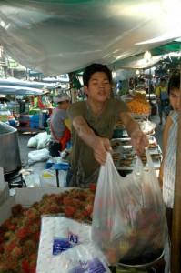 Rambutan på marked i Bangkok