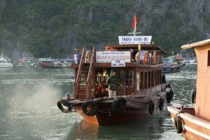 Båd til Quan Lan fra Cai ROng, Bai Tu Long Bay