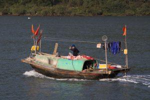 Husbåd i Bai Tu Long Bay