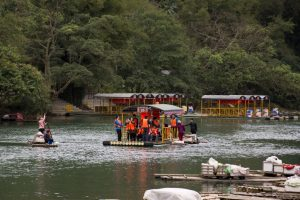 Turister ved Ban Gioc Vandfald