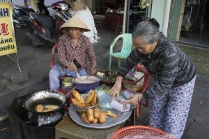 Gadehandler i Kon Tum