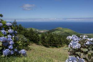 Fra turen rundt på kraterkanten med tvillingesøerne på den ene side og Atlanterhavet på den anden